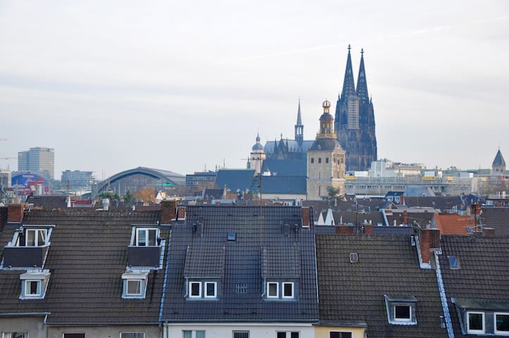 distance to the cologne cathedral  - not the view from the apartment, but in the same building