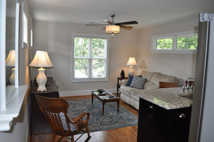 Plaza Midwood Carriage House