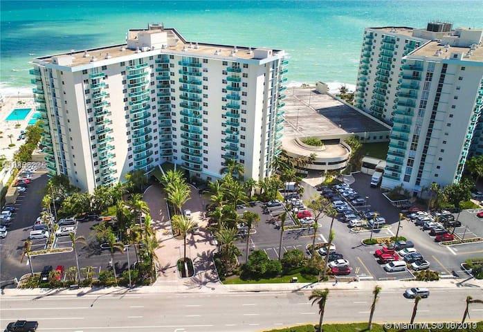 Amazing Miami oceanfront building FREE PARKING