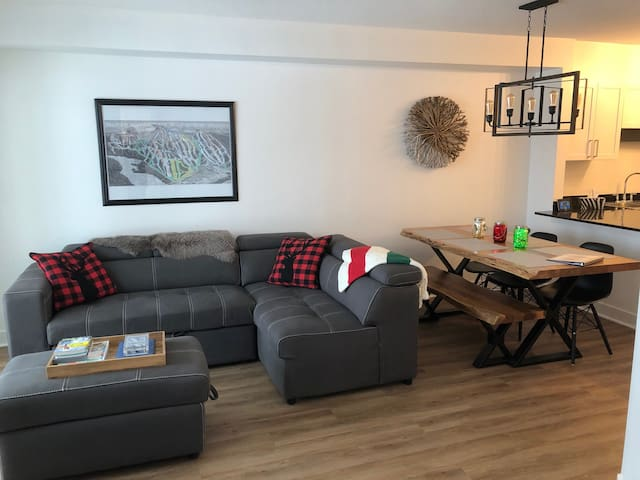 True ski-in/out 2-bedroom condo-Mount Washington!