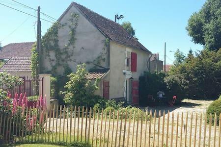 Maisonnette à la campagne-Auxerrois (Chablis 25km)