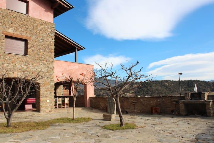 Era Cal Gual casa con vistas al Cadí en Aravell