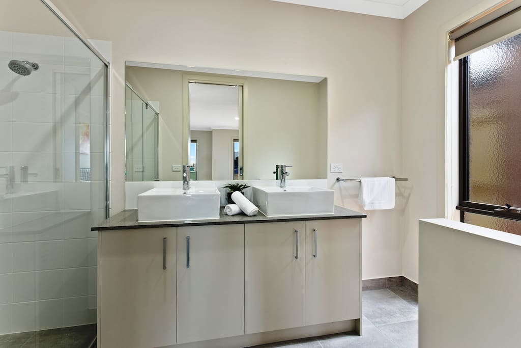 An ensuite bathroom