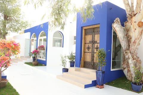 A True Emirati Home by the beach / Room 1