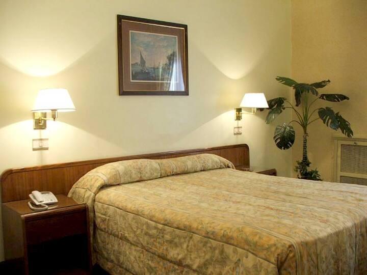 Habitación en Histórico Hotel - Monserrat
