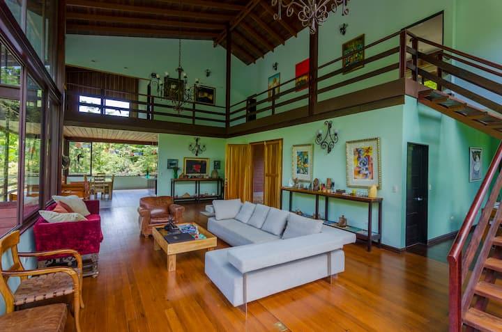 Casa Cielo- Vista al lago con bosque privado
