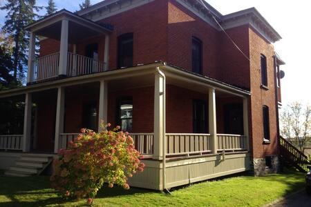 Maison spacieuse et chaleureuse - Windsor