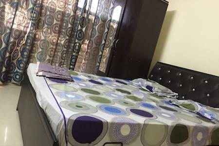 A Private Room on Palm Beach Road near Vashi. - 新孟买(Navi Mumbai) - 公寓