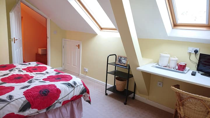 Large comfortable double room in great location