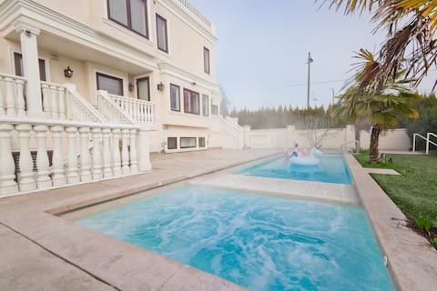 Ultimate Luxury ★ Central Vancouver★ Pool&Hot tub