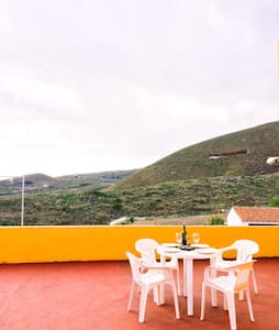Two double rooms in a quiet village - Charco del Pino - Casa