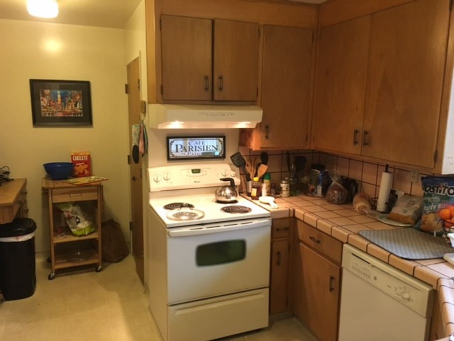 Working oven/stove, ample room for cooking