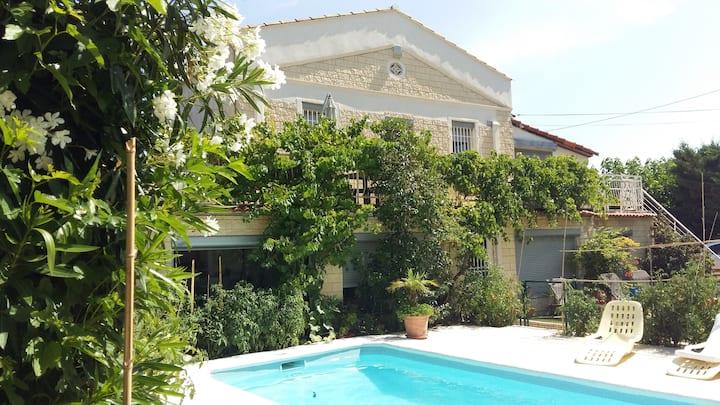 Haut de villa (3/4 chambres, piscine)