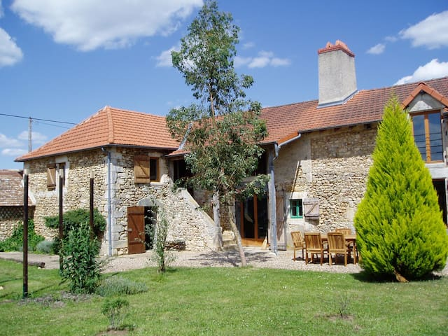 Farmhouse with pool - very rural - Nalliers - Dom