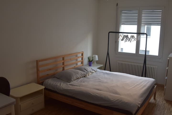 Cute room on quiet street near Basel center & BSL