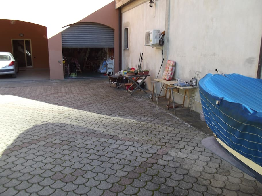 Parcheggio privato/Private parking just uotside the house