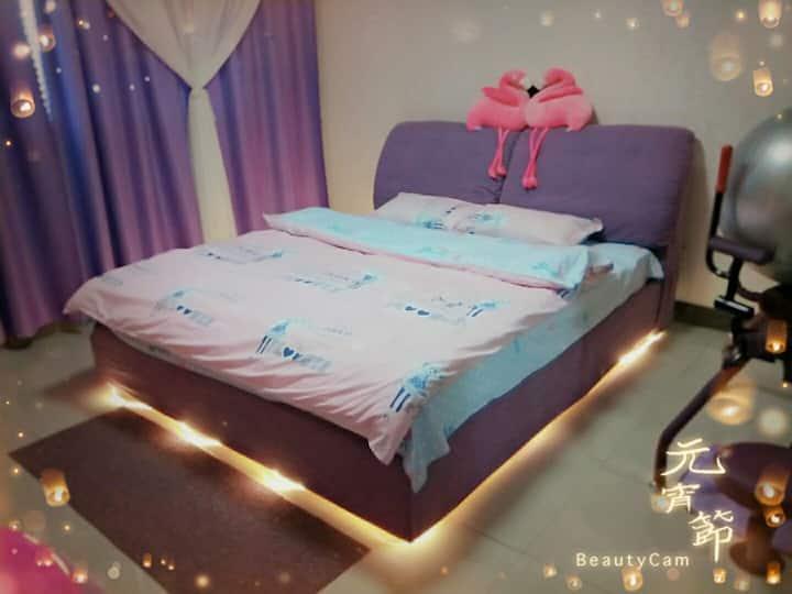 火车站东广场对面,ins风温馨浪漫情侣大床房,交通便利
