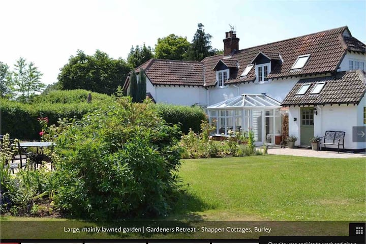 Gorgeous New Forest Cottage with beaches nearby