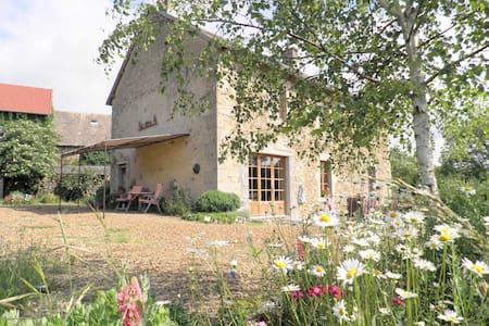 AlavalA chambres et tables d'hôtes - Saint-Priest-des-Champs