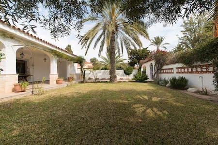 Spacious 5 Bed Villa with Private Pool Sleeps 10 - El Campello