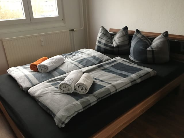 Beautiful&quiet room in Lichtenberg (Am Tierpark) - Berlín - Byt