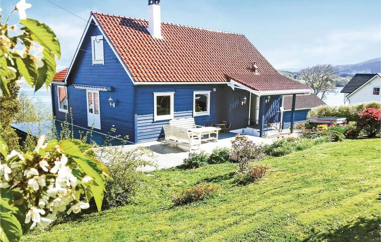 Holiday cottage with 5 bedrooms on 170m² in Tysnes