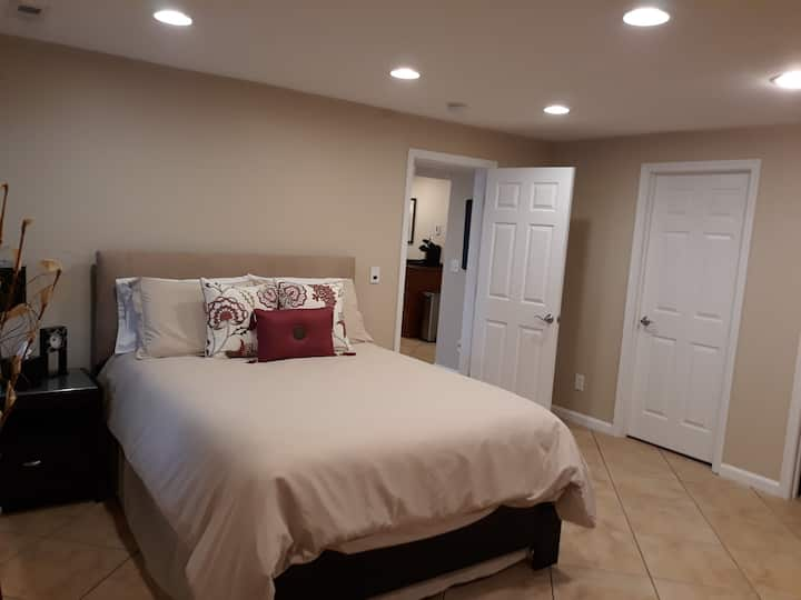 Spacious Executive Suite/your home away from home