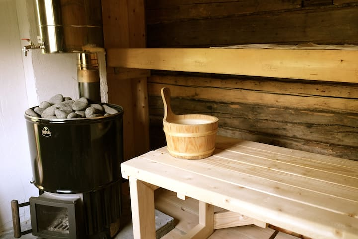 Garden cottage with traditional sauna nb transport