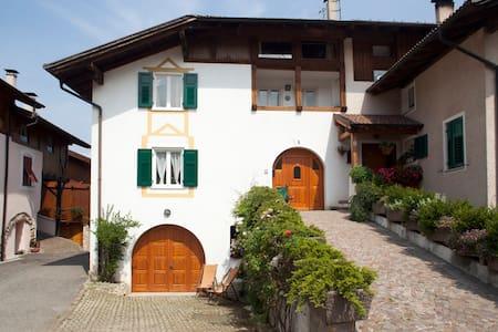 Casa storica in incantevole borgo della Val di Non - Don