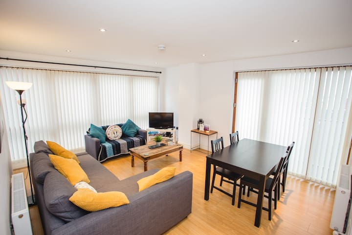 Superb Spacious Apartment in Belfast's Sailortown!