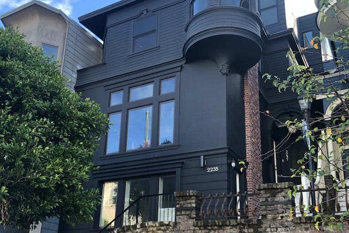Historical-Modern Victorian in Cow Hollow
