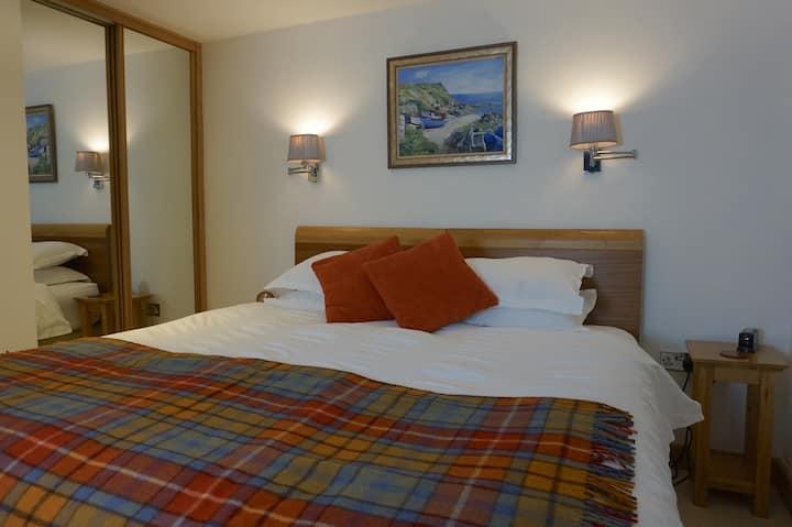 Lands End, En-Suite Room with private entrance