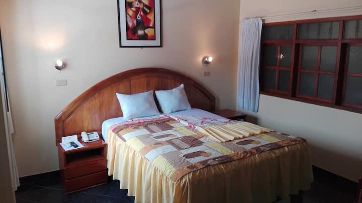 Hab. de hotel - Centro de ciudad - Matrimonial