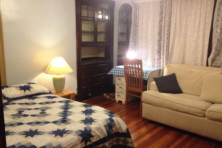 Large Bright Furnished Private Room in Newton - Newton - Apartment