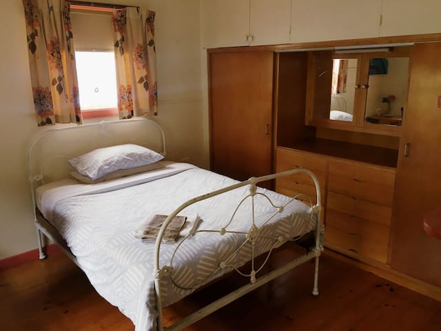 Evening Star | rustic share accommodation