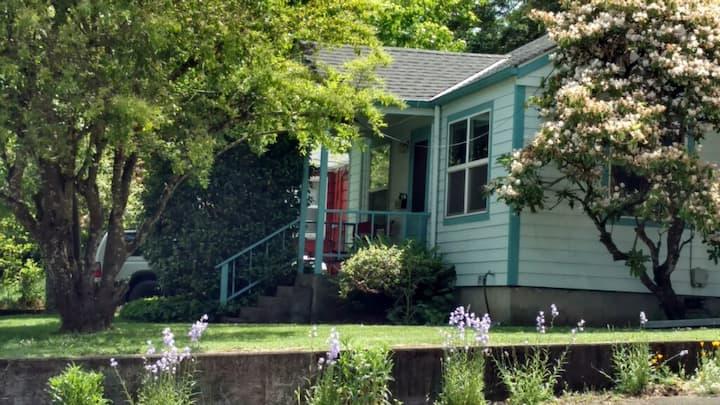 Cozy Vintage, Friendly Neighborhood Home