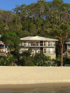 Absolute Beachfront 4 Bedroom House Coign 3 - Moreton Island