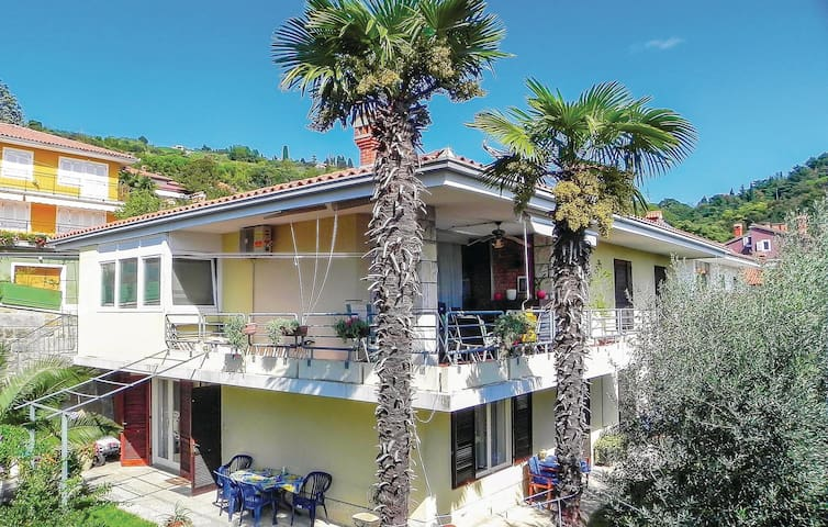Holiday apartment with 2 bedrooms on 36m² in Portoroz