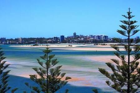 Cosy Beach Apartment - Golden Beach