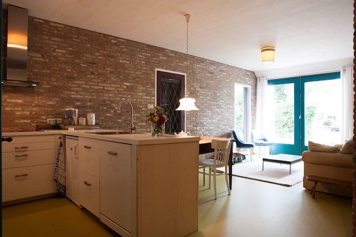 Ruim, licht en stijlvol in verbouwde boerderij - De Wijk - アパート