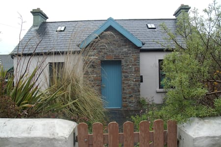 private ensuite sleeps 2 near beach - Fenit - Haus