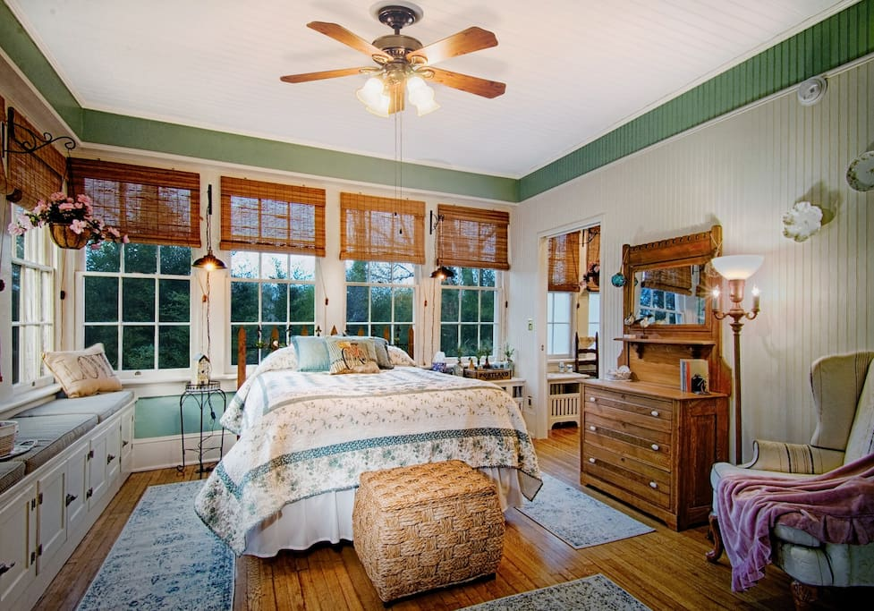 Summer Cottage Room