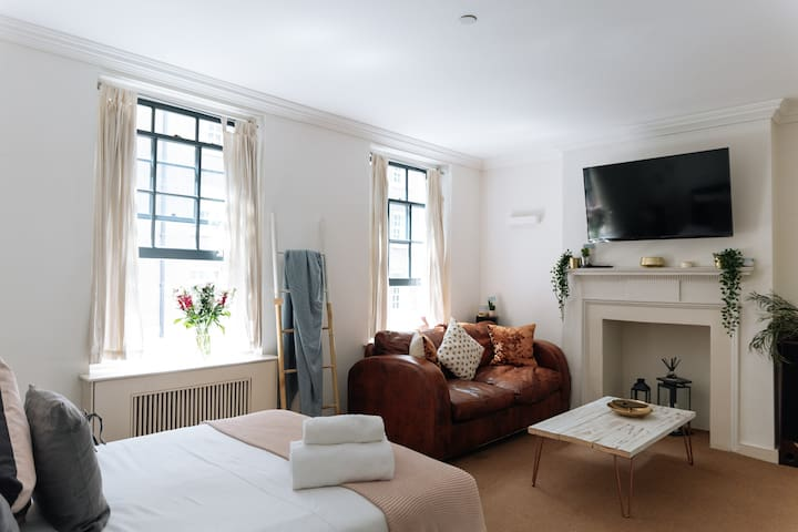 Modern Studio | 20 seconds to Liverpool Street St!