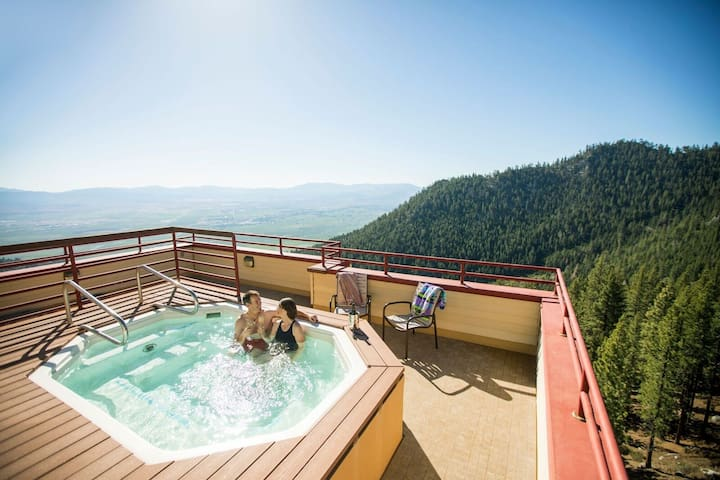 Charming Villa near Heavenly | Access to Pools, Spa + Fitness Centre!
