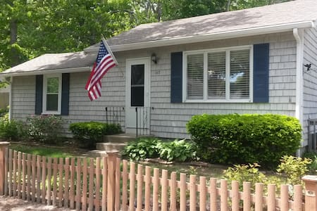Charming Seashore Cottage-Walk to Onset Bay Beach! - Wareham