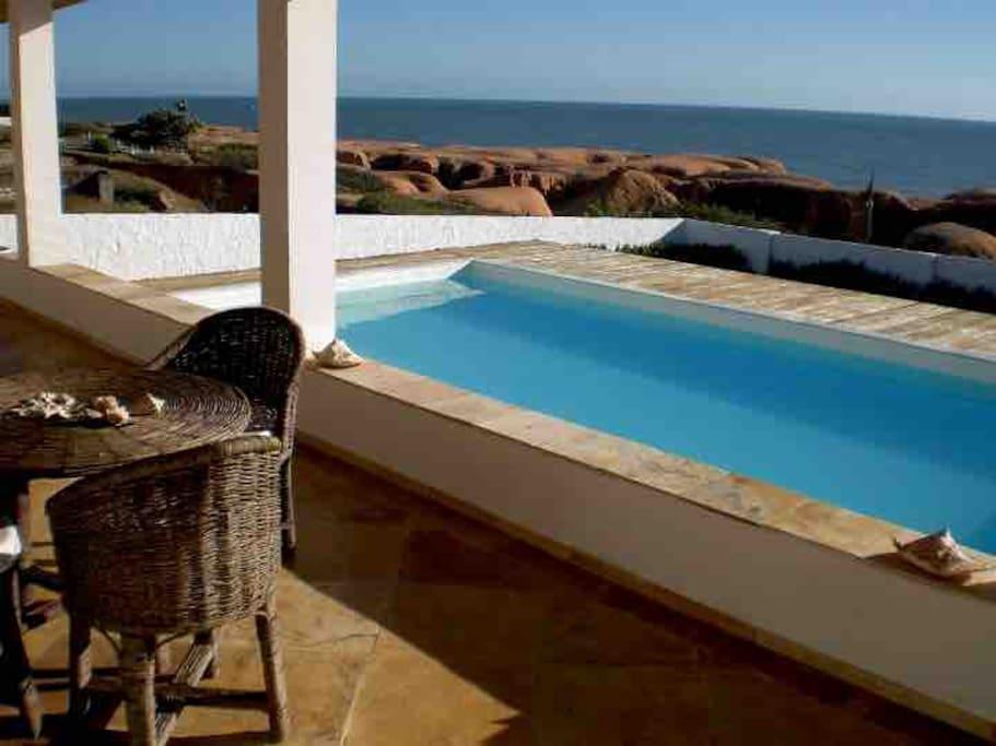 veranda con piscina sulla falesia