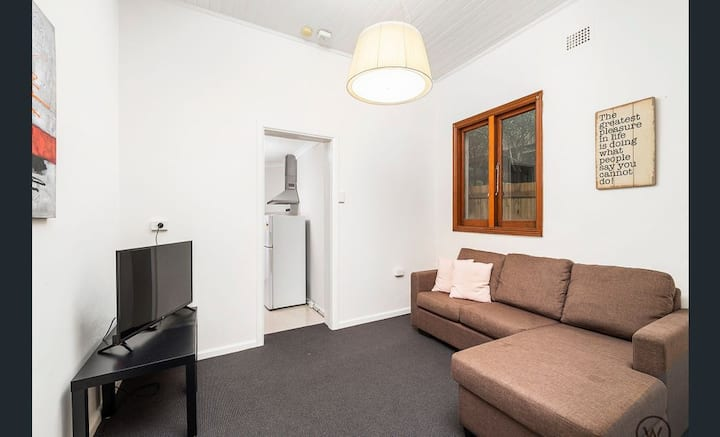 LILYFIELD 1 BEDROOM APARTMENT