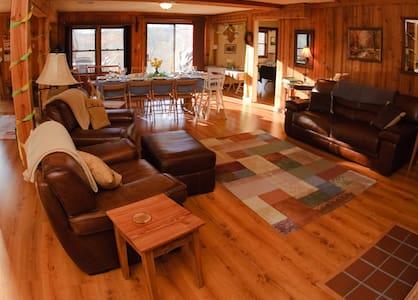 Rockcliffe Farm Retreat and Lodge - Concord - Ház