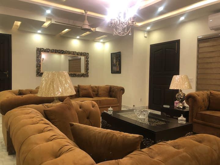 Shahmeer's Opal Executive Apartment
