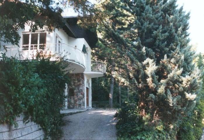 Apartment inkl. Garten und Terrasse mit Seeblick
